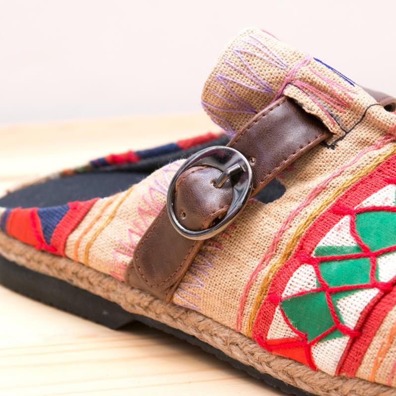 アカ族刺繍のサボサンダル(ベージュ)/室内外兼用スリッパ