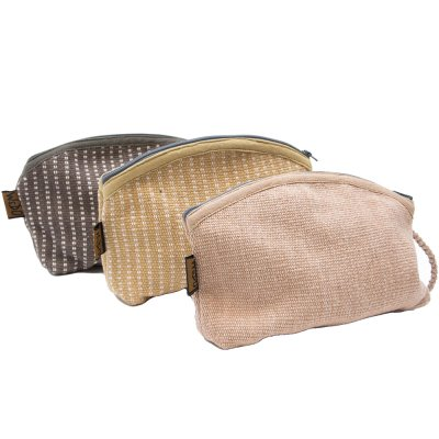<フェアトレード>WSDO 手織布の草木染めコスメポーチ(半円)Type.2