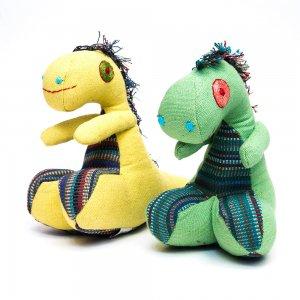 <フェアトレード>WSDO 恐竜さんの手縫いぬいぐるみ