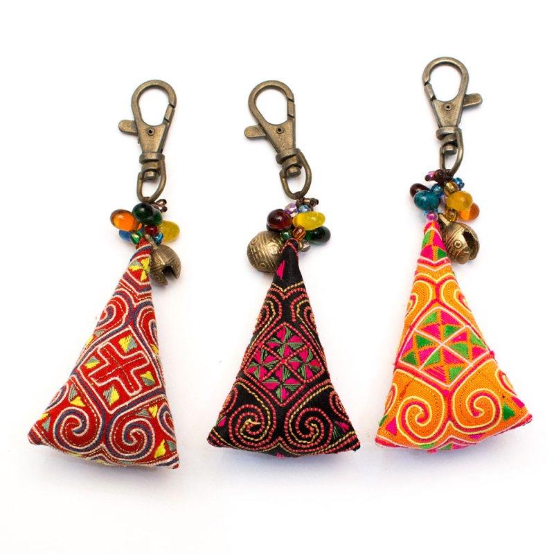ThongPua モン族刺繍古布のキーホルダー(三角錐) Type.3