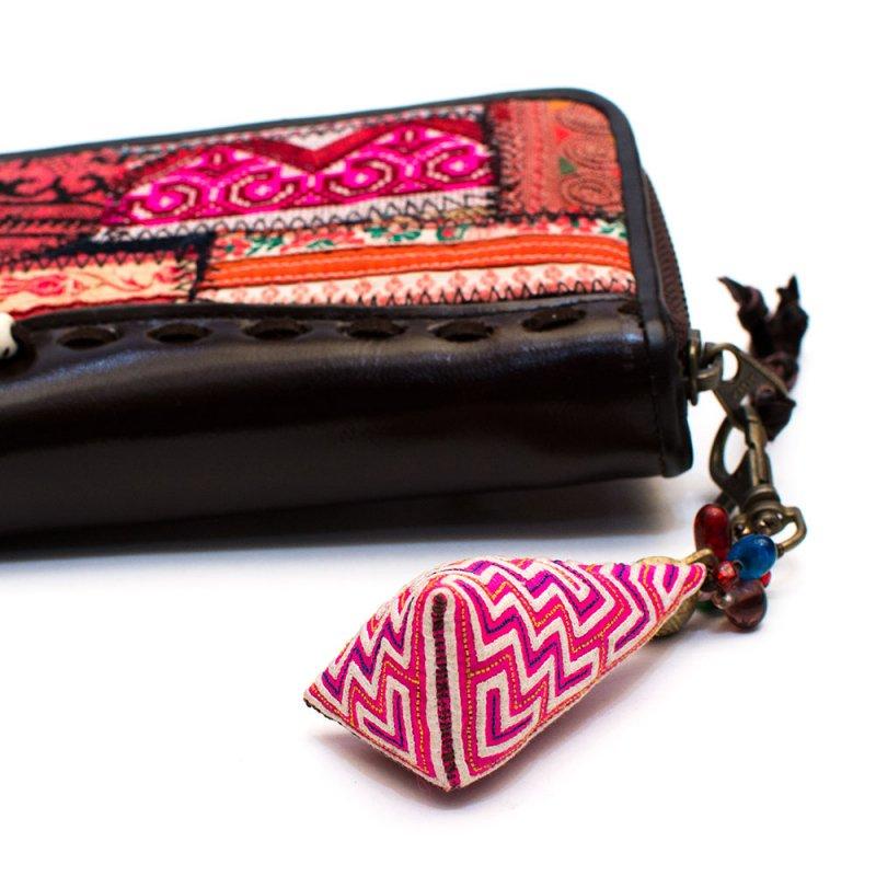 画像4:ThongPua モン族刺繍古布のキーホルダー(三角錐) Type.4