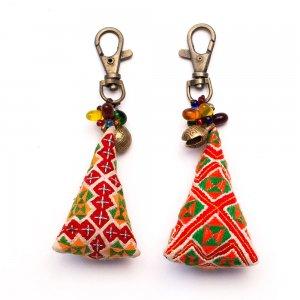 ThongPua モン族刺繍古布のキーホルダー(三角錐) Type.5