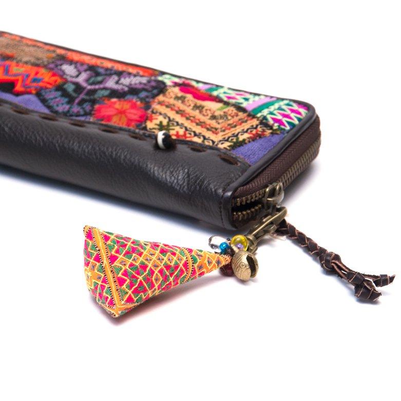 画像4:ThongPua モン族刺繍古布のキーホルダー(三角錐) Type.6