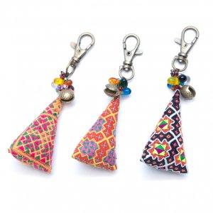 ThongPua モン族刺繍古布のキーホルダー(三角錐) Type.6