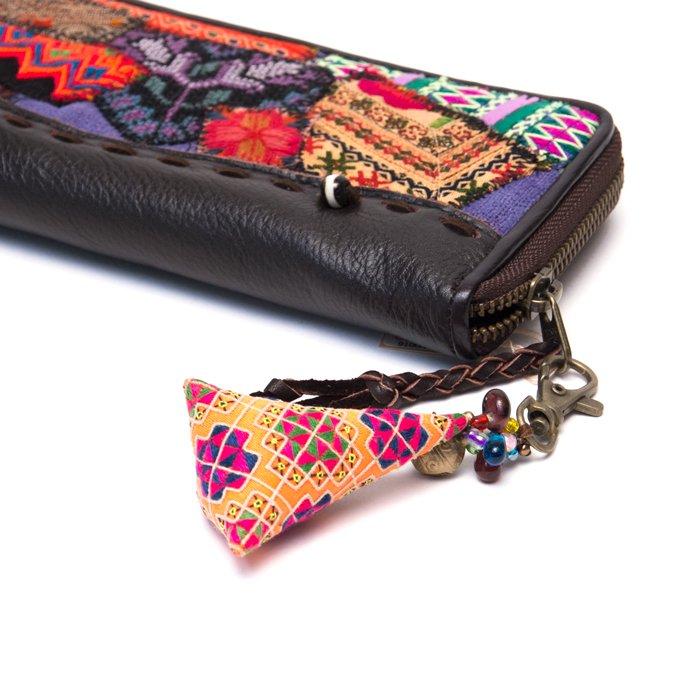 画像4:ThongPua モン族刺繍古布のキーホルダー(三角錐) Type.7