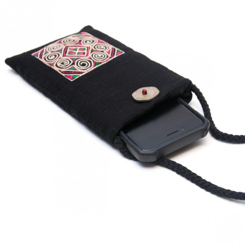 画像2:ThongPua モン族刺繍古布のスマホポーチ(ブラック)Type.1