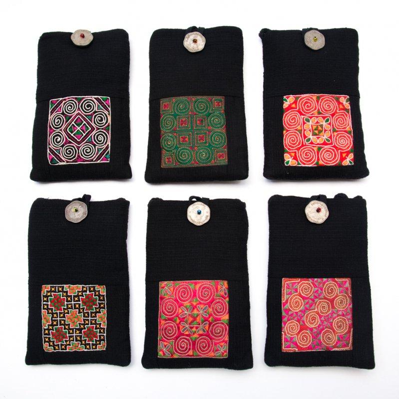 画像4:ThongPua モン族刺繍古布のスマホポーチ(ブラック)Type.1