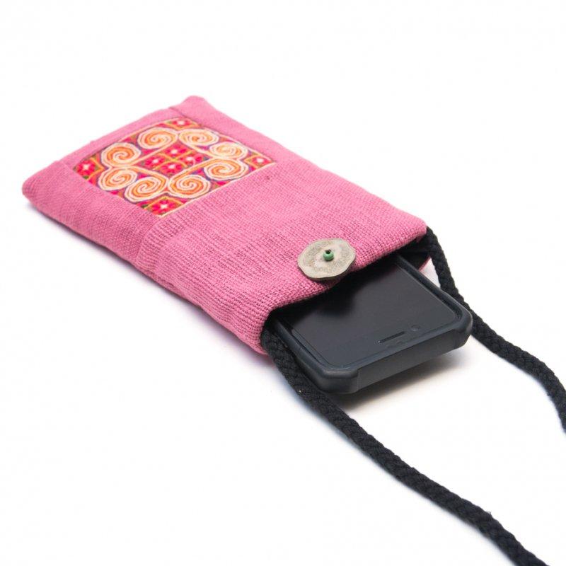 画像2:ThongPua モン族刺繍古布のスマホポーチ(ピンク)Type.1