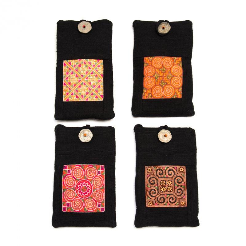 ThongPua モン族刺繍古布のスマホポーチ(ブラック)Type.2