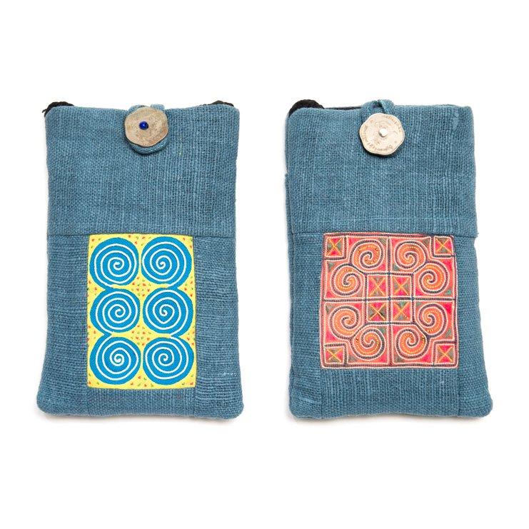 ThongPua モン族刺繍古布のスマホポーチ(ブルー)