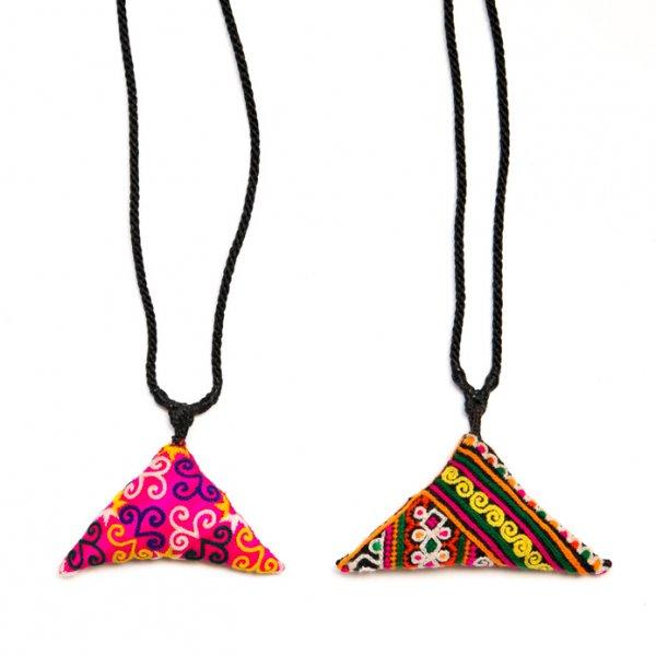 ThongPua モン族刺繍古布のトライアングルネックレス