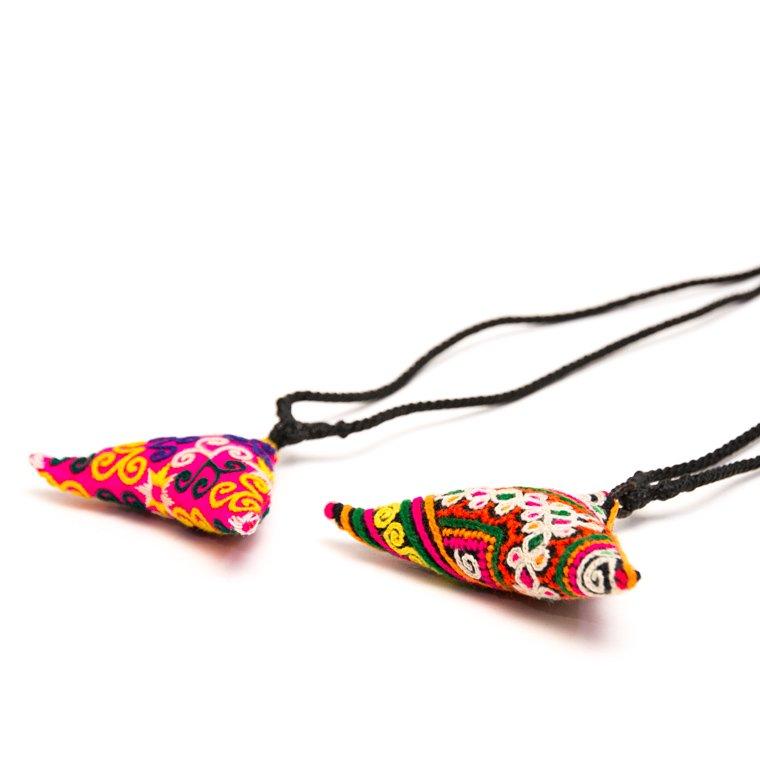 画像2:ThongPua モン族刺繍古布のトライアングルネックレス