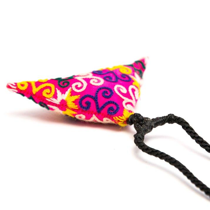 画像3:ThongPua モン族刺繍古布のトライアングルネックレス
