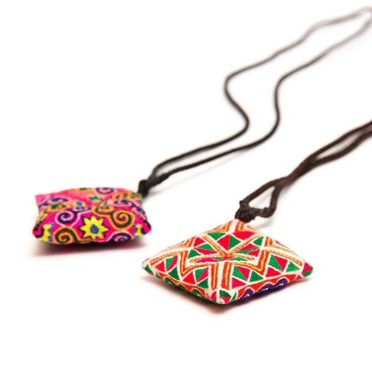 画像2:ThongPua モン族刺繍古布のスクエアネックレス