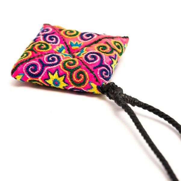 画像3:ThongPua モン族刺繍古布のスクエアネックレス