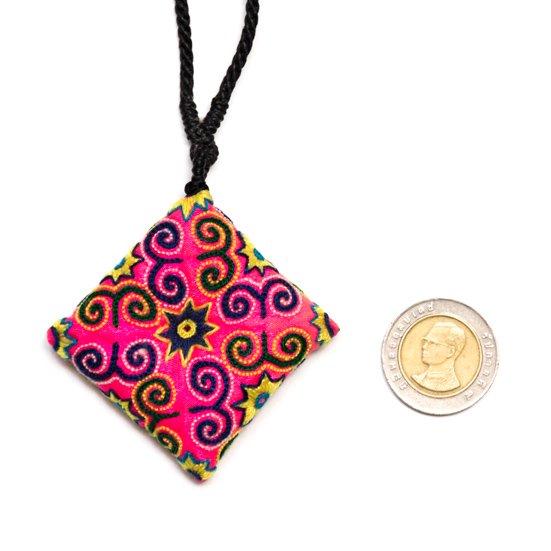 画像4:ThongPua モン族刺繍古布のスクエアネックレス