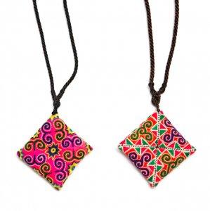 ThongPua モン族刺繍古布のスクエアネックレス