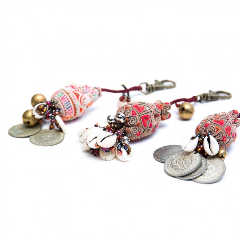 画像2:ThongPua 中国モン族(苗族)ヴィンテージ刺繍のキーホルダー