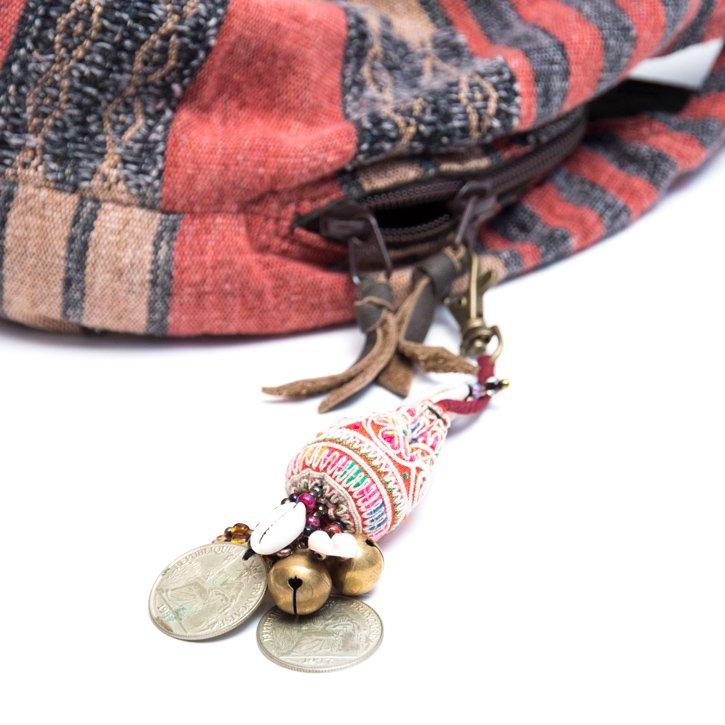 画像4:ThongPua 中国モン族(苗族)ヴィンテージ刺繍のキーホルダー