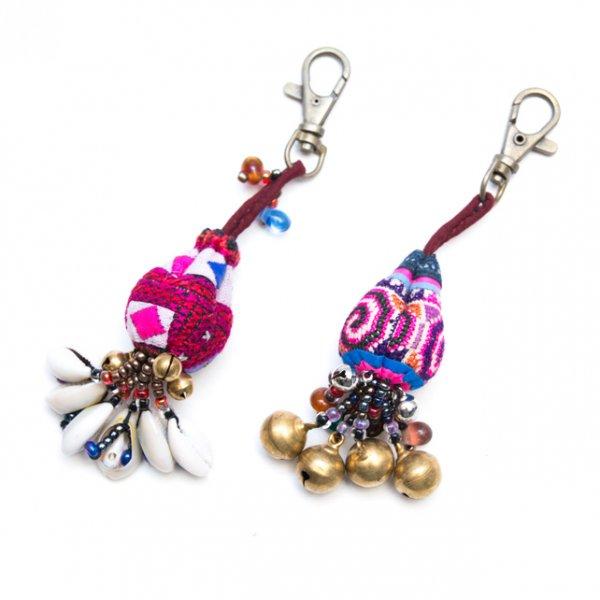 ThongPua 色鮮やかなモン族ヴィンテージ刺繍のキーホルダー