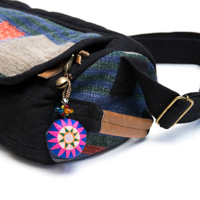 画像4:ThongPua モン族刺繍古布の星モチーフ・キーホルダー