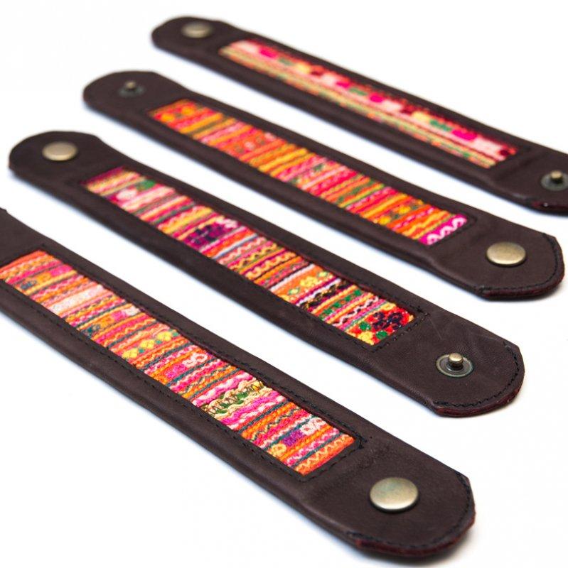Rangmai ベトナムモン族の刺繍古布を使用したレザーブレスレット