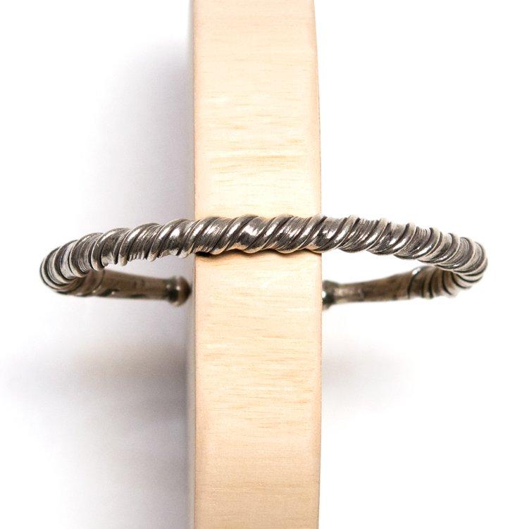 【カレン族シルバー】ツイスト形状のシルバーバングル