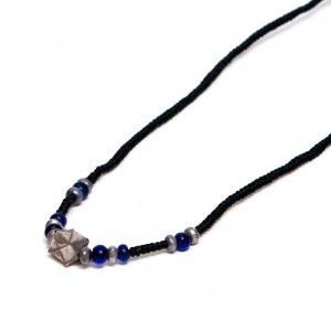 【カレンシルバー】紺碧のとんぼ玉とシルバービーズを編み込んだネックレス