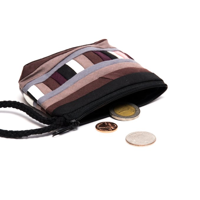 リス族刺繍のカラフルコインケース(ブラウン)