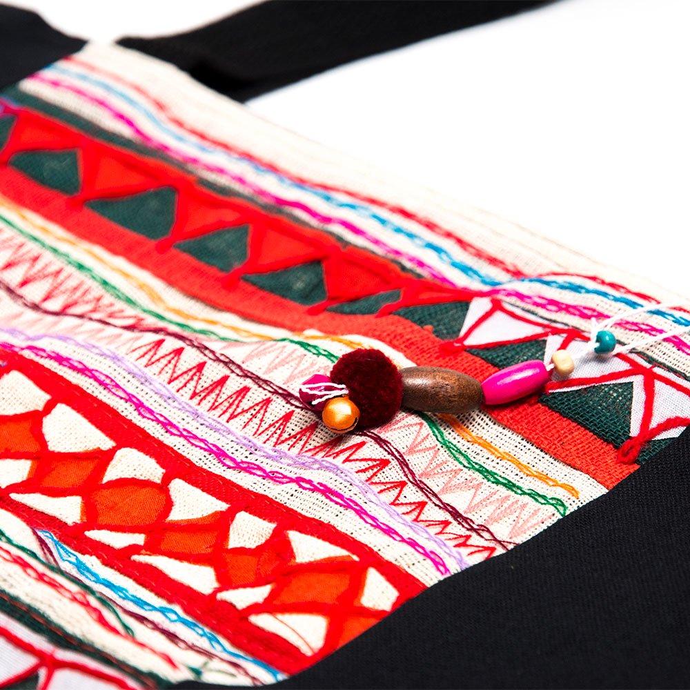 画像2:アカ族刺繍の大判トートバッグ Type.1