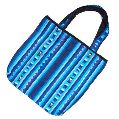 リス族刺繍 カラフルな大判トートバッグ(ブルー)