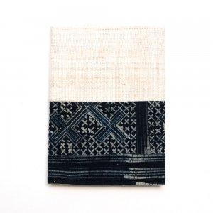 ベトナム 黒モン族 臈纈染め パスポートカバー(A)