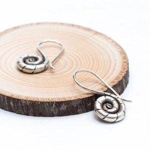 【カレン族シルバー】伝統的な渦巻き形状のシルバーピアス