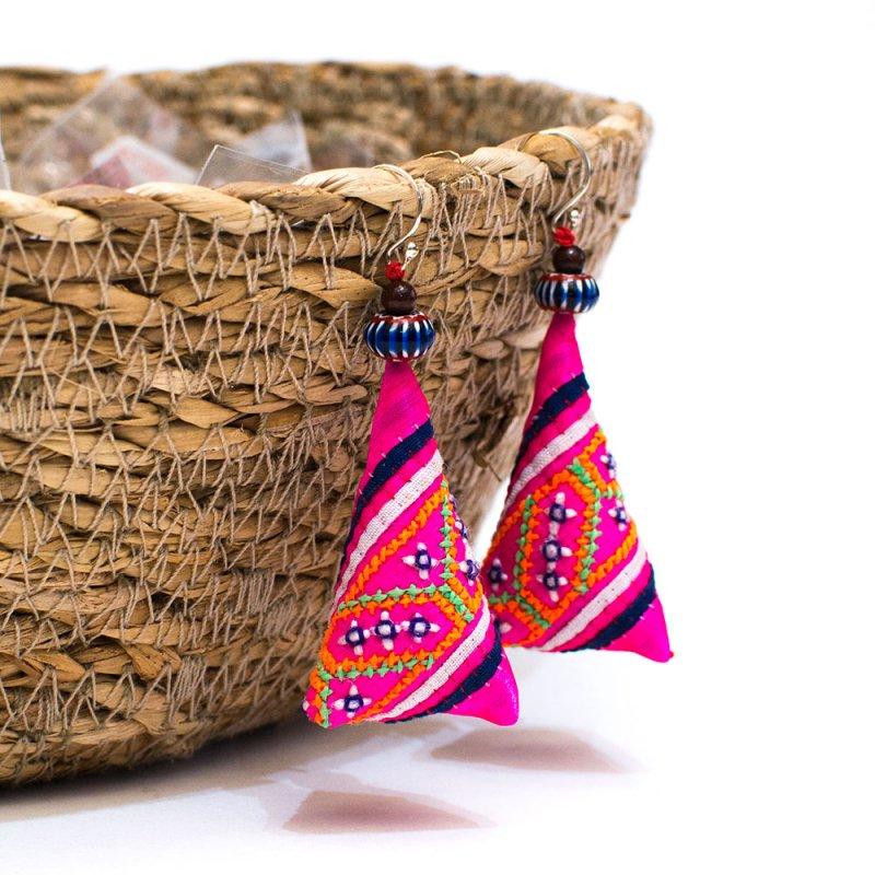 ThongPua モン族ビンテージ刺繍ピアス