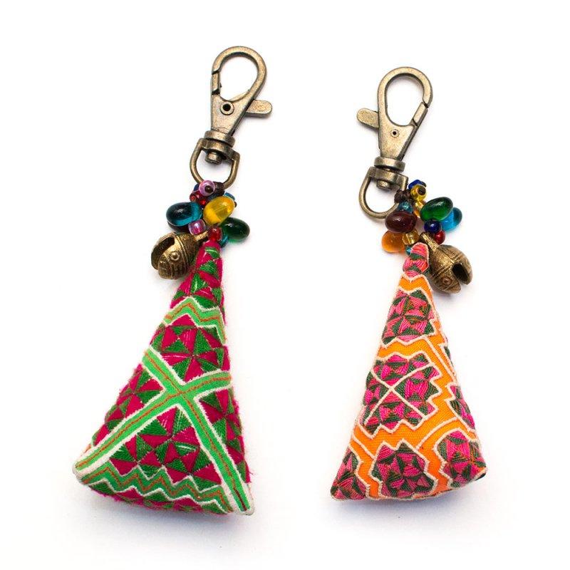 ThongPua モン族刺繍古布のキーホルダー(三角錐) Type.8