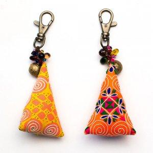 ThongPua モン族刺繍古布のキーホルダー(三角錐) Type.9