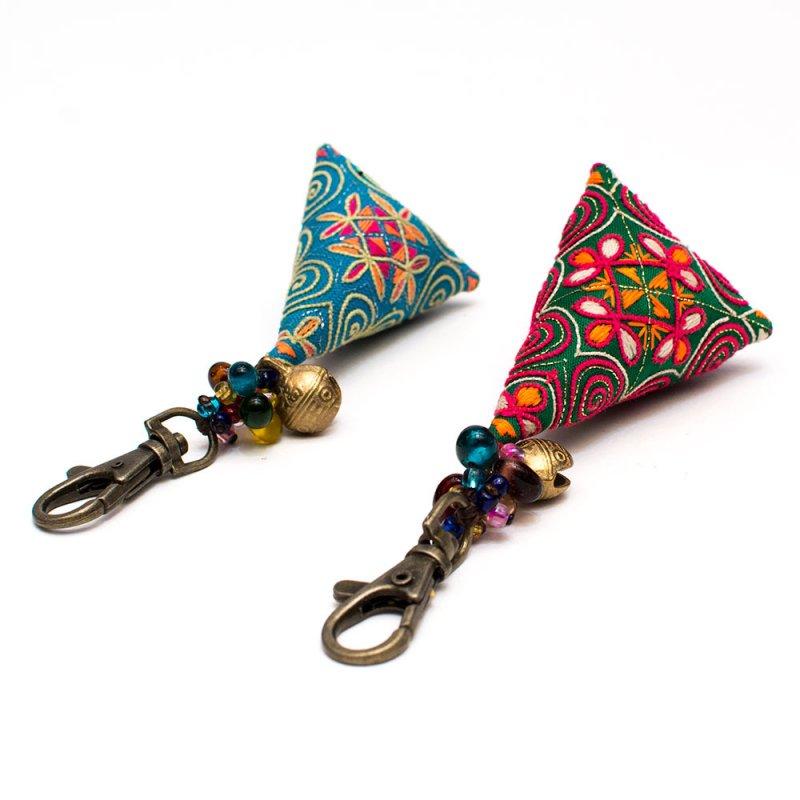 画像2:ThongPua モン族刺繍古布のキーホルダー(三角錐) Type.10