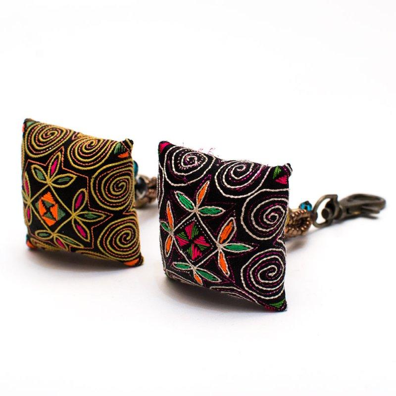 画像2:ThongPua モン族ヴィンテージ刺繍のクッションキーホルダー Type.8