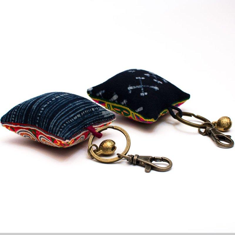 画像3:ThongPua モン族ヴィンテージ刺繍のクッションキーホルダー(大) Type.1