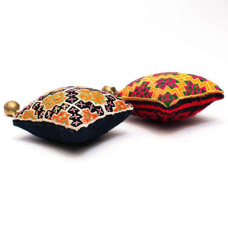 ThongPua モン族ヴィンテージ刺繍のクッションキーホルダー(大) Type.2