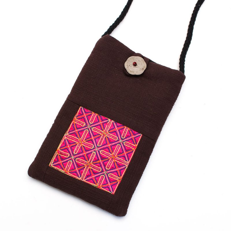 ThongPua モン族刺繍古布のスマホポーチ(ブラウン)Type.1