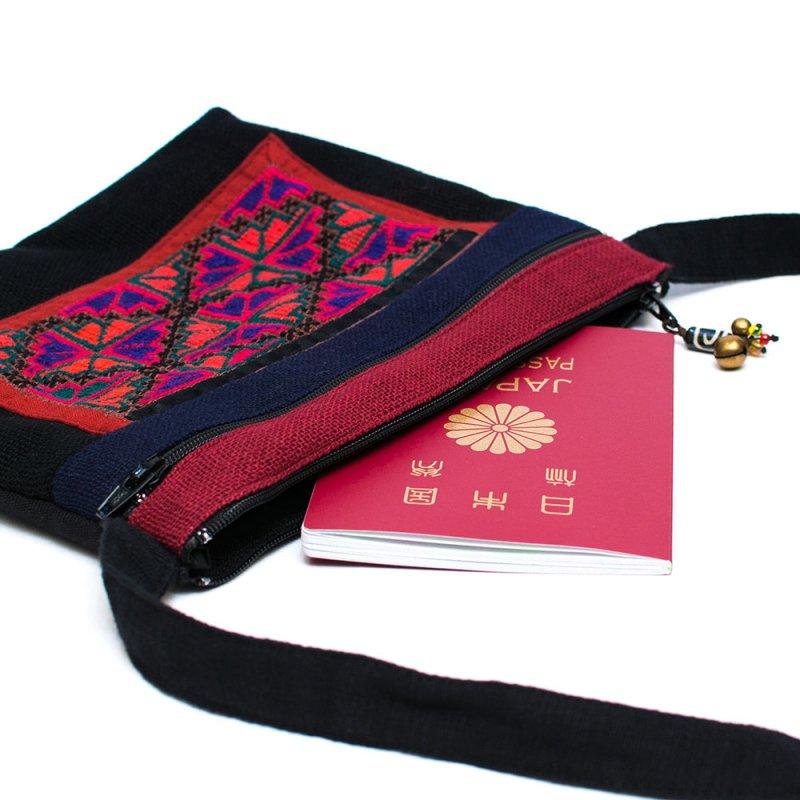 ThongPua モン族刺繍古布の肩掛けポシェット Type.1
