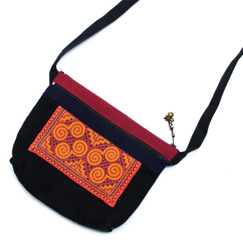 ThongPua モン族刺繍古布の肩掛けポシェット Type.2
