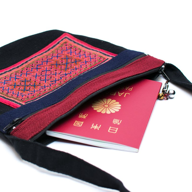 ThongPua モン族刺繍古布の肩掛けポシェット Type.4