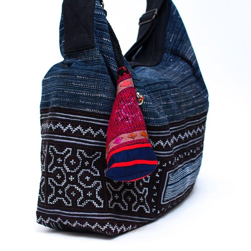 ThongPua モン族刺繍古布のトライアングルポーチ Type.1