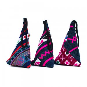 ThongPua モン族刺繍古布のトライアングルポーチ Type.2