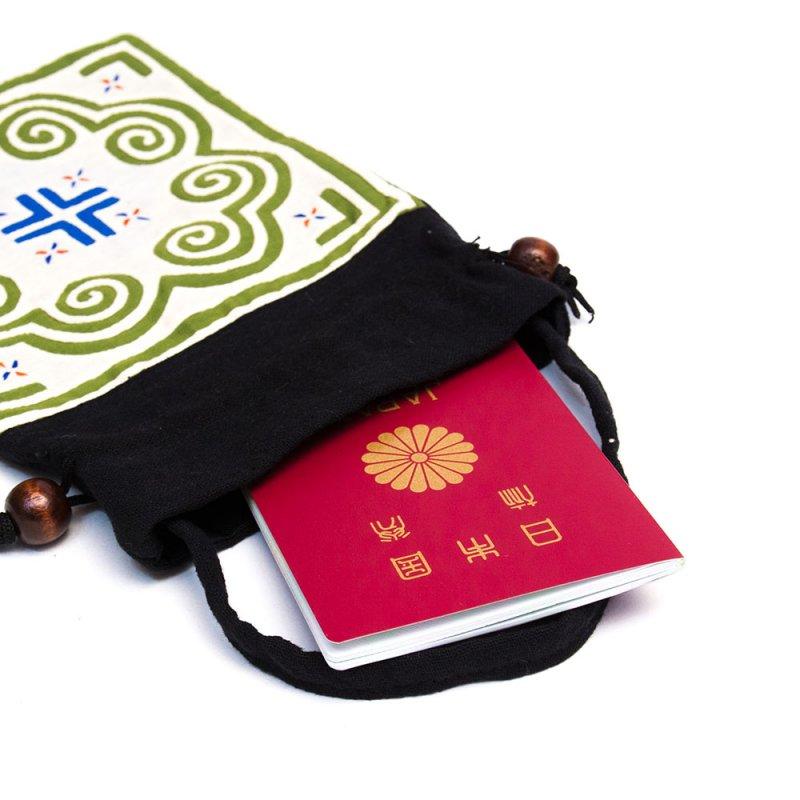 A Bu-Ali(アブアリ)モン族刺繍の巾着ポーチ Type.5