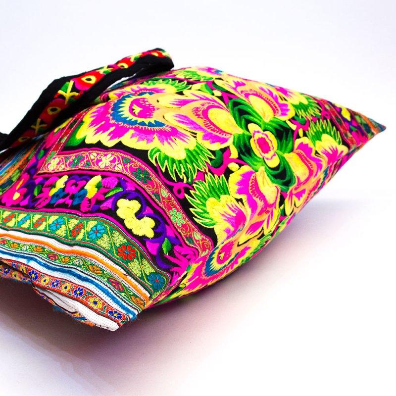 モン族刺繍の大判トートバッグ Type.1