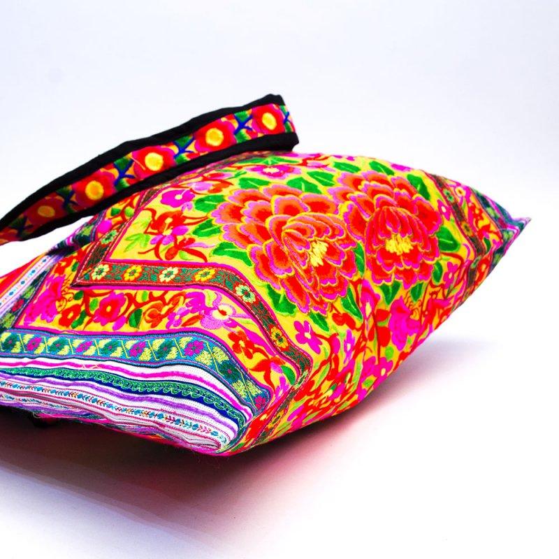 画像4:モン族刺繍の大判トートバッグ Type.3