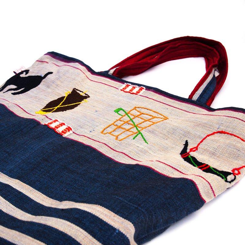 画像4:ナガ族 手織布と手刺繍の大判巾着トートバッグ Type.4